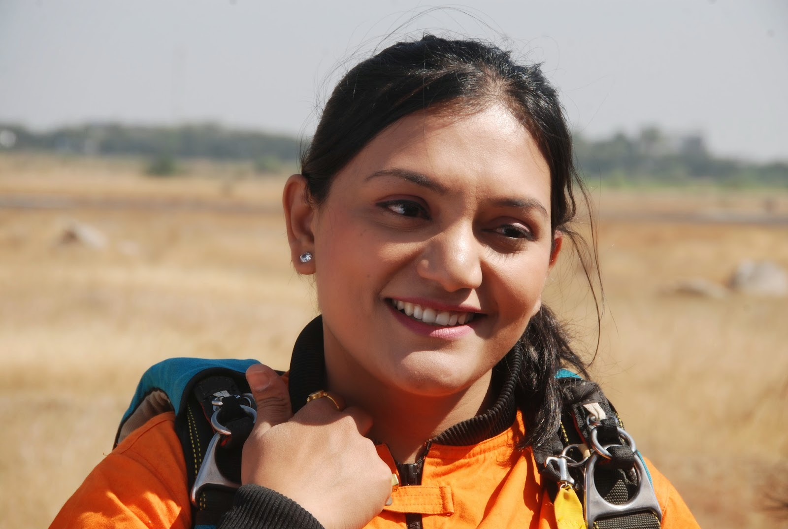 Gravity defying Skydiving in a Saree !! – You Make India Proud