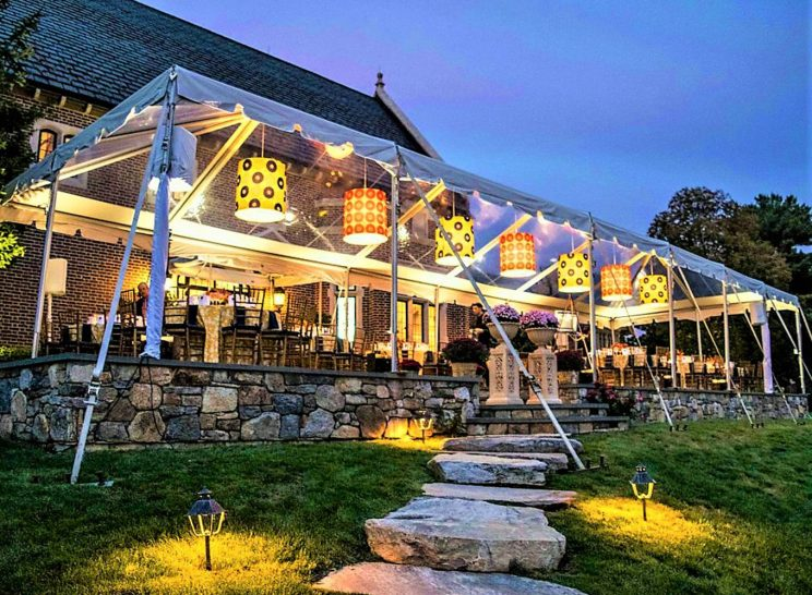 5 Reasons Why Commercial Outdoor Umbrellas Are an Excellent Outdoor Shade Solution
